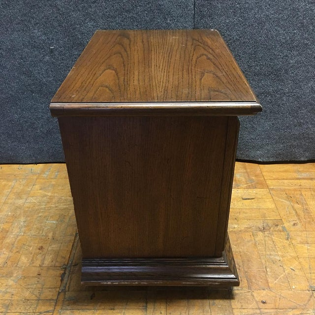 Thomasville Mid-Century Wooden Nightstands- A Pair - Image 8 of 9