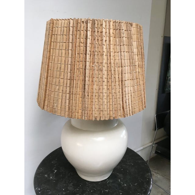 Asian 1960s Vintage White Ceramic Table Lamp For Sale - Image 3 of 11
