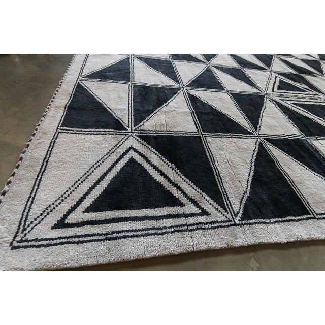 Moroccan Geometric Triangles Wool Rug - 9′ × 12′ For Sale - Image 10 of 11