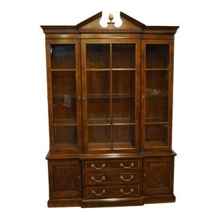 Vintage Henredon Furniture Traditional Style Banded Mahogany China Cabinet For Sale