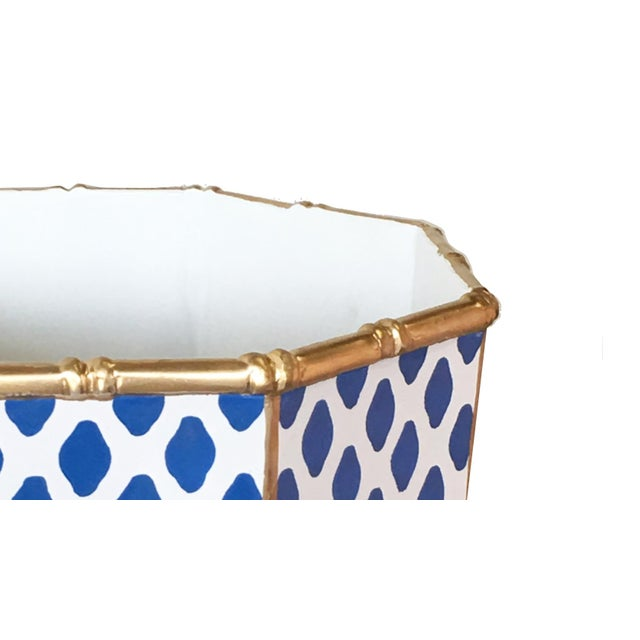 Classic accent for any room. Use it as a planter or to display fruit. Dry food safe. Hand wash only. Blue and white is...
