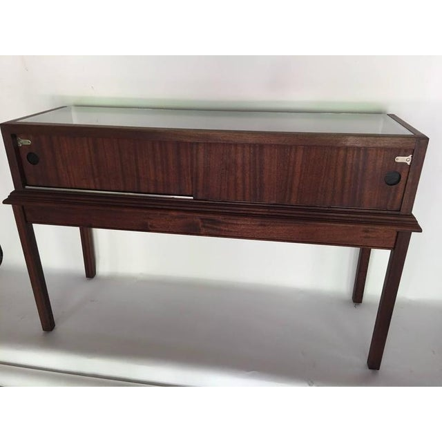 Custom Mahogany Display Case or Vitrine for Collections or Artifacts For Sale - Image 4 of 8