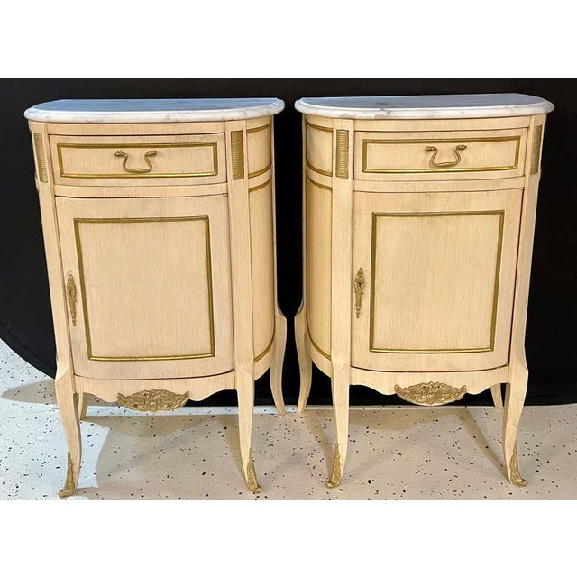 Late 20th Century Hollywood Regency Painted End Tables, Nightstands or Pedestals, a Pair For Sale - Image 5 of 13