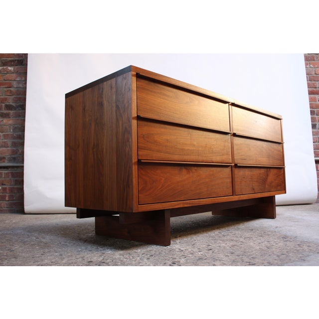 Vintage New England Solid Walnut Chest of Drawers For Sale In New York - Image 6 of 11