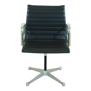 Herman Miller Eames Style Aluminum Ribbed Leather Chair For Sale
