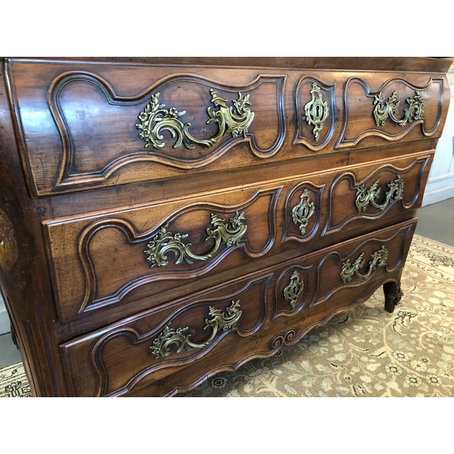 Brown 18th C. French Louis XV Commode en Tombeau Bombé Chest For Sale - Image 8 of 13