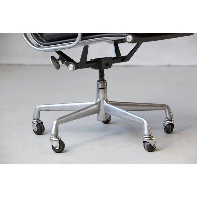 Eames Aluminum Group Black Leather Soft Pad Chair on Casters for Herman Miller For Sale - Image 9 of 11