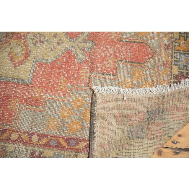 "Vintage Distressed Oushak Rug - 4'7"" x 8'4"" For Sale In New York - Image 6 of 11"