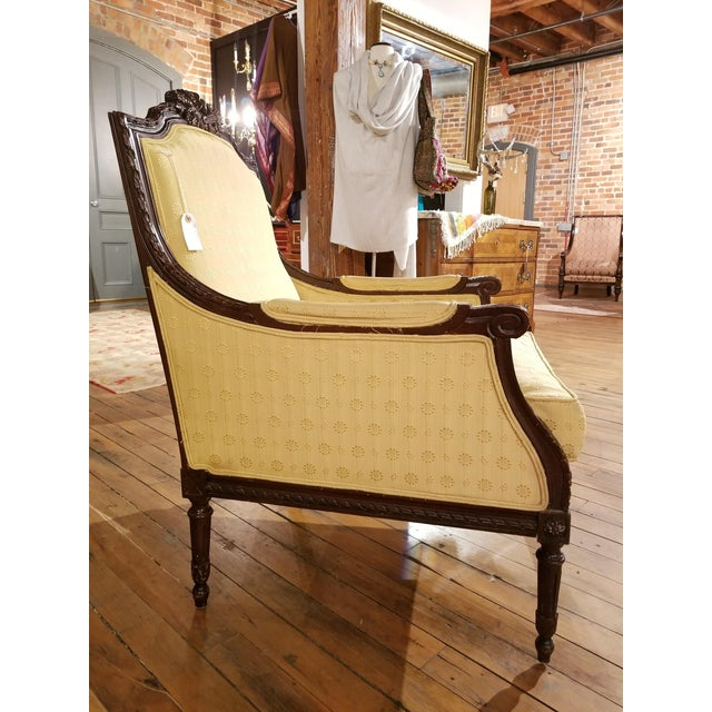 French Provincial Early 20th Century Waldorf Astoria Ornately Carved Mahogany Bergere For Sale - Image 3 of 9