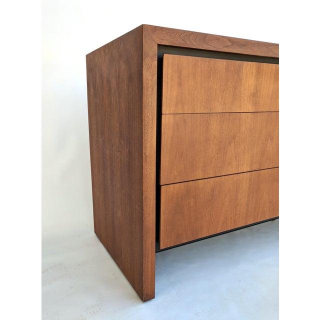 1960s Mid-Century Modern Dillingham for Merton Gershun Walnut Dresser For Sale - Image 5 of 11