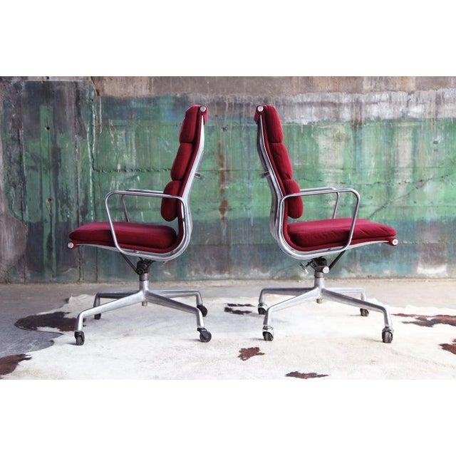 1970s Eames Herman Miller Aluminum Soft Pad Reclining Executive Lounge Chairs - Set of 8 For Sale In Madison - Image 6 of 11