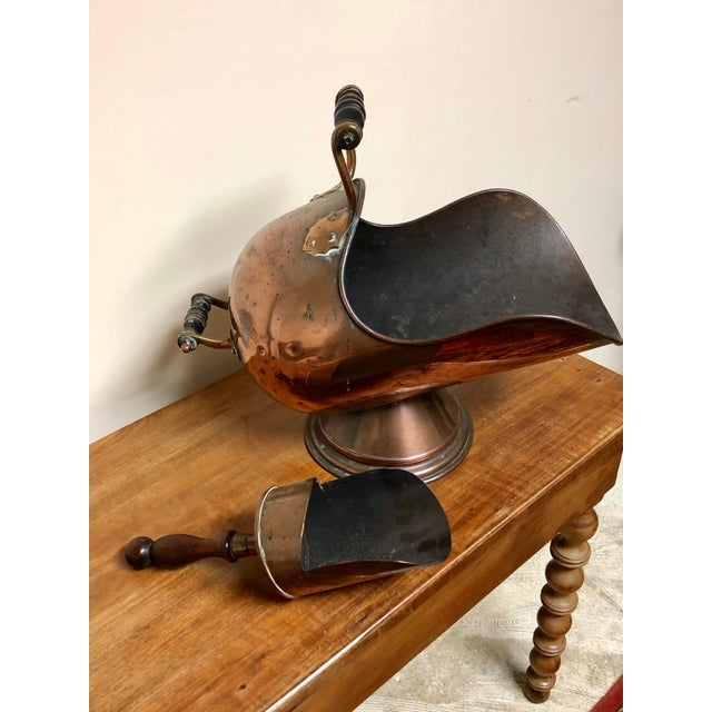 19th Century Antique Scottish Helmet Shaped Copper Coal Scuttle With Copper Scoop - 2 Pc. Set For Sale - Image 5 of 7