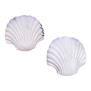 A Set of 2 Coastal Palm Beach Regency Textured White Clam Shell Wall Pocket Decor For Sale