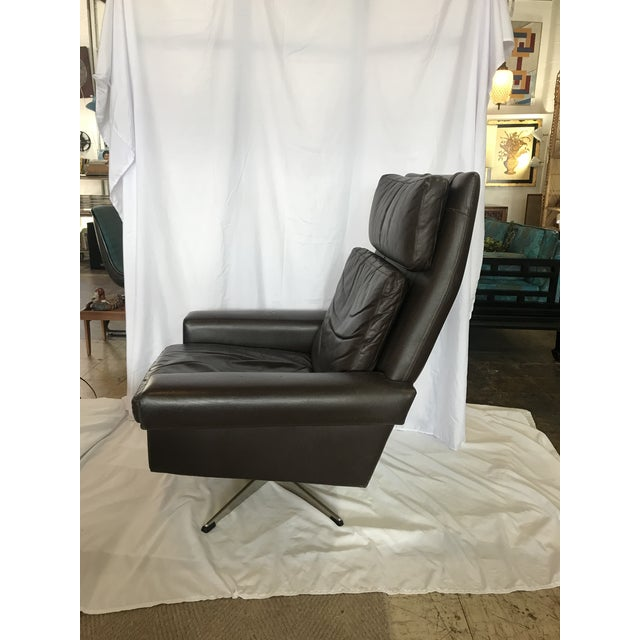 Mid-Century Modern Vintage Mid Century Leather Swivel Chair For Sale - Image 3 of 7