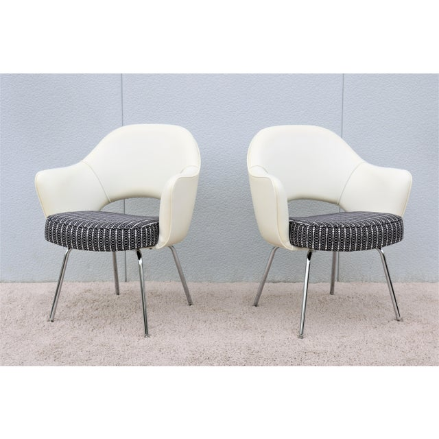 Mid-Century Modern Mid-Century Modern Eero Saarinen for Knoll White Executive Arm Chairs - a Pair For Sale - Image 3 of 13