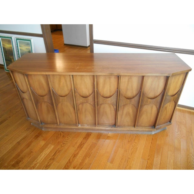 Stunning Mid-Century Danish Modern 1960's Kent Coffey Walnut Credenza / Sideboard /Buffet. This awesome looking credenza...