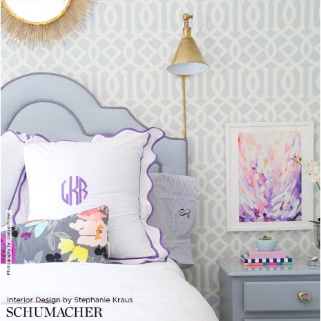 An iconic Schumacher design, Imperial Trellis epitomizes Hollywood Regency glamour.This is a double roll of wallpaper,...