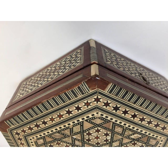 Mid 20th Century Middle Eastern Syrian Mother-Of-Pearl Inlaid Octagonal Box For Sale - Image 5 of 10