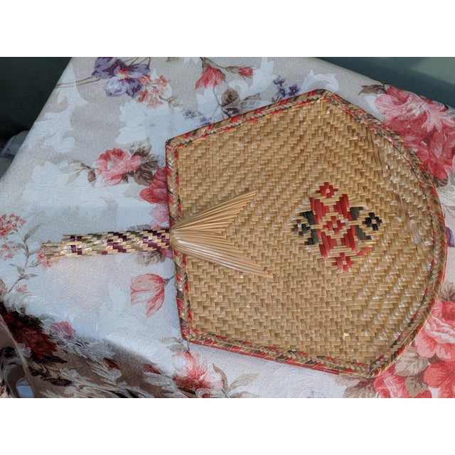 1900 - 1909 Vintage Thai Woven Straw Bamboo Hand Fans - a Pair For Sale - Image 5 of 9