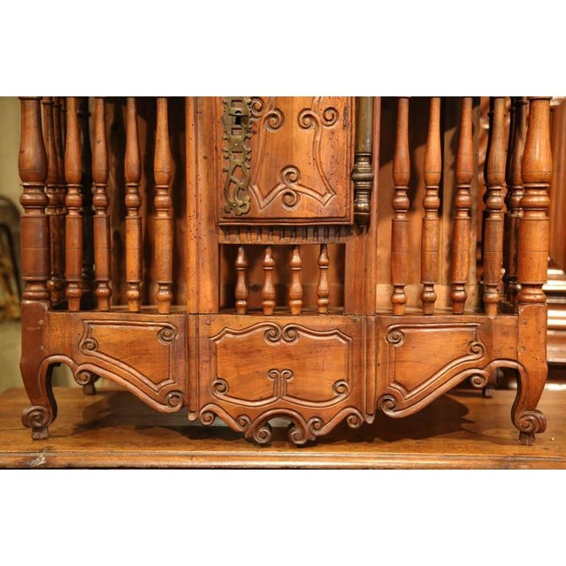 Early 19th Century French Louis XV Carved Walnut Panetière For Sale In Dallas - Image 6 of 9