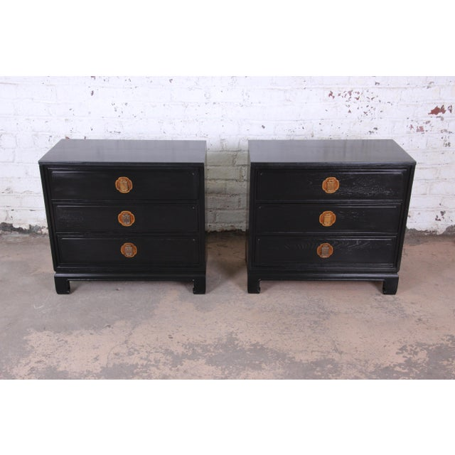 Davis Cabinet Company Ebonized Hollywood Regency Chinoiserie Large Nightstands or Bachelor Chests by Davis Cabinet Co., Pair For Sale - Image 4 of 10
