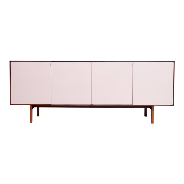 Vintage Florence Knoll White Lacquer and Walnut Model 541 Credenza / Cabinet For Sale