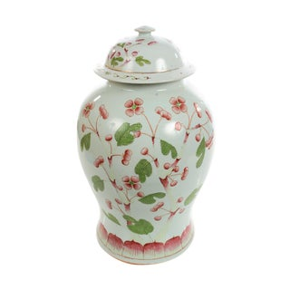 Chinese Beautiful 19th century Porcelain Ginger Jar For Sale