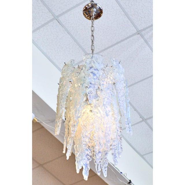"Italian ""Ghiacciolo"" Murano Glass Iridescent Chandelier For Sale - Image 3 of 11"