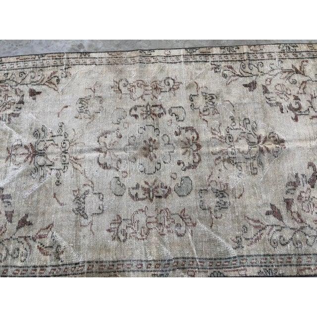 1960s 1960s Vintage Turkish Handmade Carpet - 4′7″ × 8′4″ For Sale - Image 5 of 11