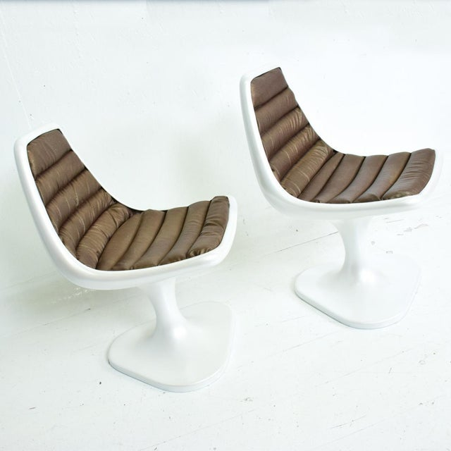 1970s Sculptural Atomic Mid Century Modern Pair of Side Chairs in Fiberglass For Sale - Image 5 of 10