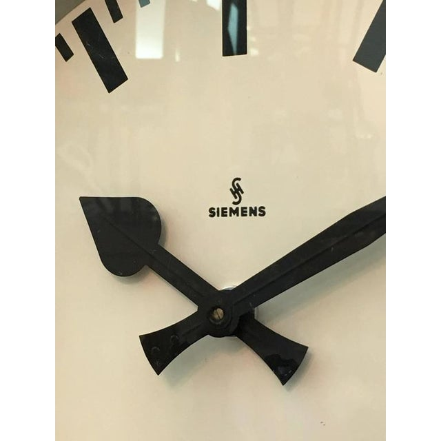 1950s Factory clock from Siemens, 1950s For Sale - Image 5 of 10