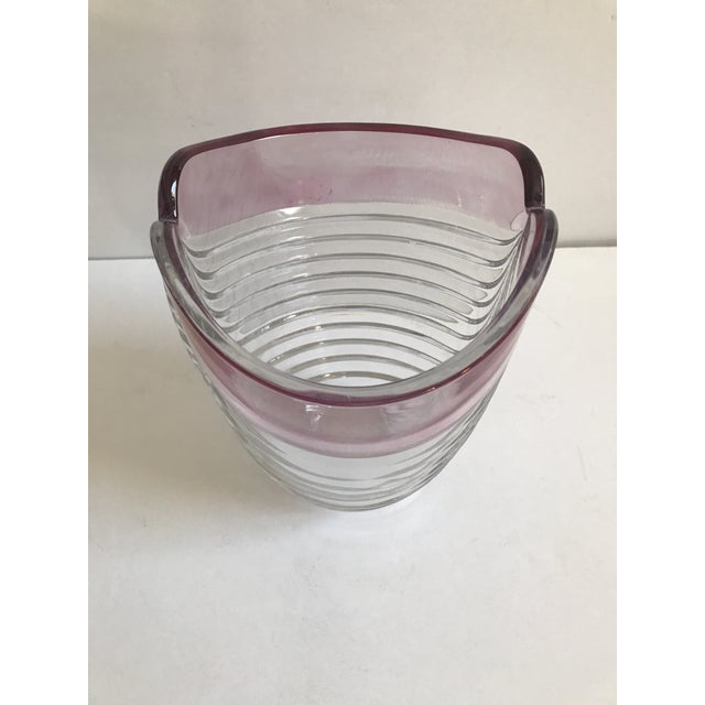 Contemporary Ribbed Pink Rim Glass Vase - Image 3 of 7