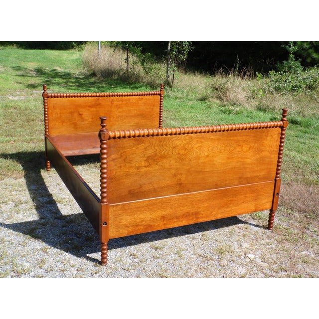Antique Solid Hardwood Double Full Size Jenny Lind Spool Bed Tulip Finial Daybed For Sale - Image 9 of 13