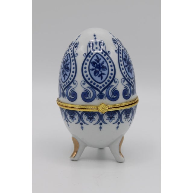 Floral Blue and White Porcelain Ovoid Ring Box For Sale - Image 13 of 13