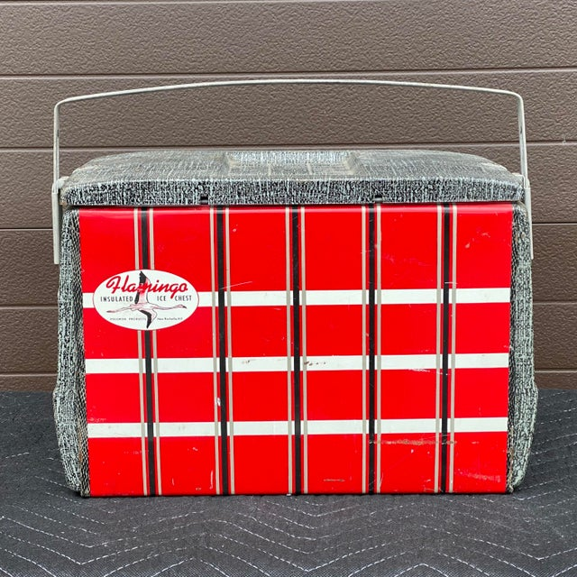 Original 1950s galvanized ice chest with aluminum handle by Poloron Products, New Rochelle NY. Interior 14.75 x 8.125x 9.75h