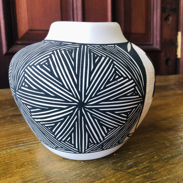Vintage Acoma Hare Native American Indian Pottery Pot Signed DWaconda For Sale - Image 4 of 9