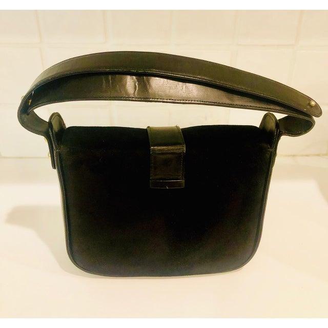 Black 1980s Saks Fifth Avenue Suede and Leather Shoulder Bag For Sale - Image 8 of 13