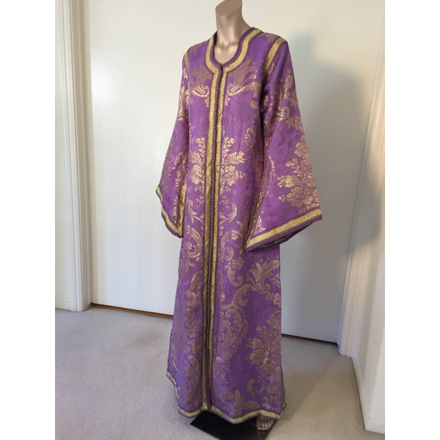 1970s Lavender and Gold Brocade Maxi Dress Caftan, Evening Gown Kaftan For Sale - Image 10 of 10