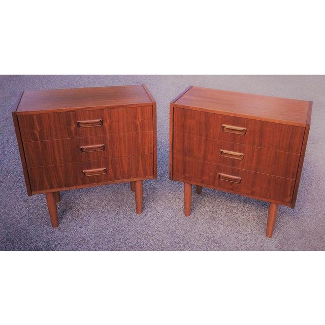Uldum Møbelfabrik Mid Century Modern Danish Mobler Teak Pair of 3 Drawer Nightstands End Table Set With Sculpted Handles For Sale - Image 4 of 5