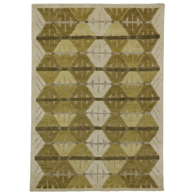 """Geometric Design High & Low Pile Rug - 5'5"""" x 7'7"""" For Sale"""