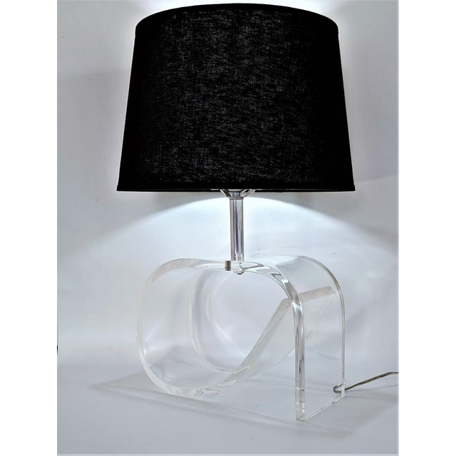 Dorothy Draper Style Lucite Table Lamp. Height to top of socket: 15.50 in Height to top of finial: 24.75 in NOTE: SHADE...