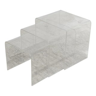 1970s Mid-Century Modern Lucite Nesting Tables - Set of 3 For Sale