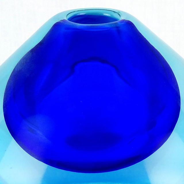 Mid 20th Century Vintage Seguso Vetri d'Arte Murano Sommerso Cobalt Blue Italian Art Glass Perfume Bottle For Sale - Image 5 of 6