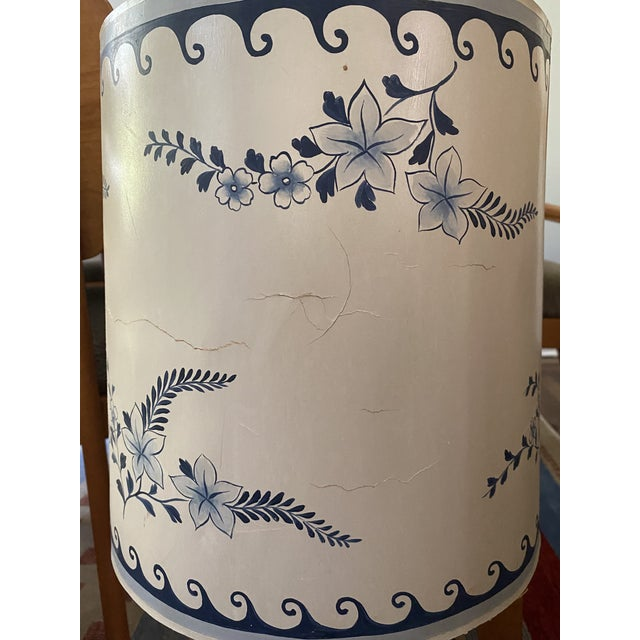 Chinoiserie 1950s Venetian Chinoiserie Lamp With Painted Shade For Sale - Image 3 of 4