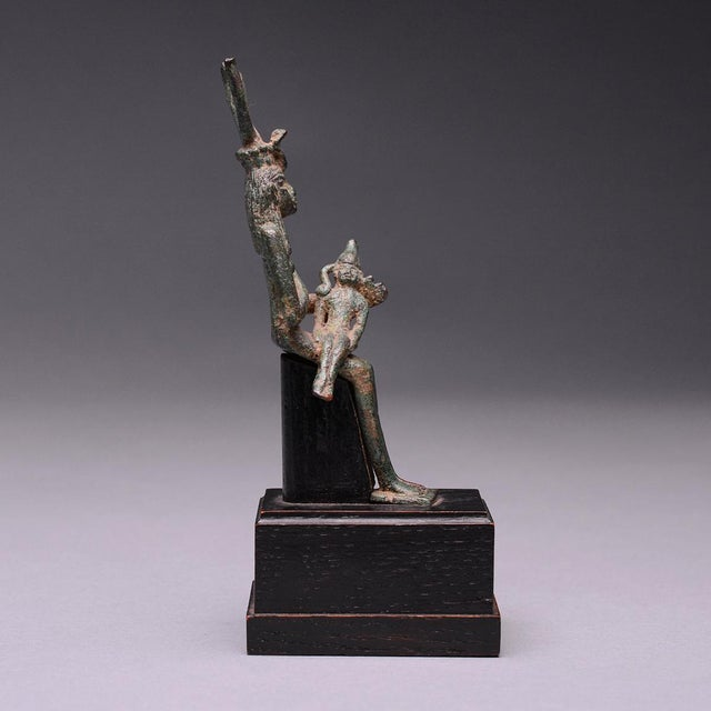 Egyptian Revival Bronze Seated Figure of Isis and Horus For Sale - Image 3 of 6