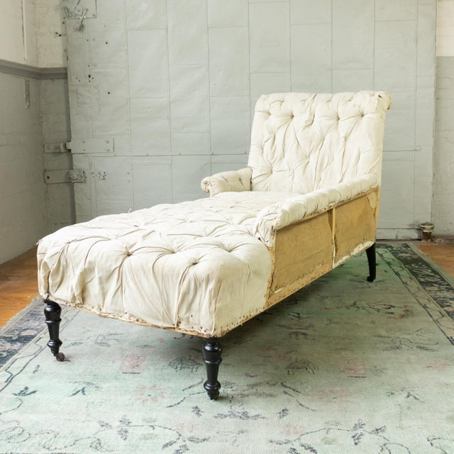 French 19th Century Napoleon III Tufted Chaise Longue With One Long Arm For Sale - Image 4 of 10