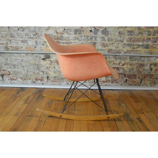 Mid-Century Modern Charles & Ray Eames for Herman Miller Rar Zenith Rope Edge Rocking Chair For Sale - Image 3 of 11