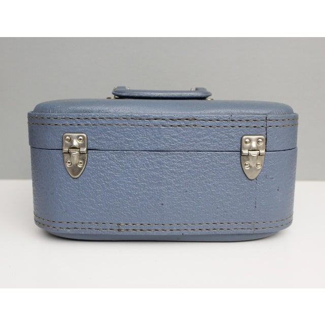 Vintage Blue Hardshell Train Case Suitcase Luggage Makeup Cosmetic Travel Case For Sale - Image 4 of 13