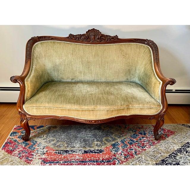 1900 - 1909 Victorian Settee/Loveseat in Green Velvet For Sale - Image 5 of 9