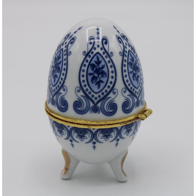 Floral Blue and White Porcelain Ovoid Ring Box For Sale - Image 4 of 13